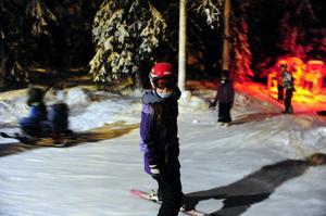 Ailian Tolfsen-Simonsen,10 år, från Norge glider varv på varv genom Trollskogen.