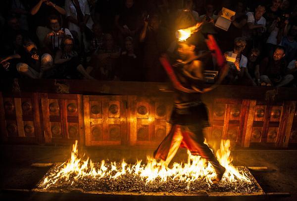 Hett om fötterna vid finalen på dansuppvisningen i Kandy