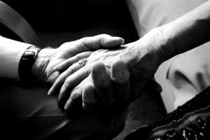 För att anhöriga ska bibehålla hälsan krävs snabb och lättillgänglig avlösning, både kortare och längre, skriver Demensföreningen. Foto: Terese Perman