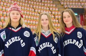 Inför Stålbucklan 2017. Tre spelare i Medelpad. Wilma Sjölund, Wilma Sundin och Tilda Jokioja. Foto: Petter Öhrling.