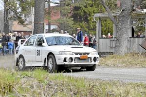 Segrare. Snabbast av alla med bara sju tiondelars marginal blev Roger Gustafsson från Östernärke i värstingklassen fyrhjulsdrivet trimmat.