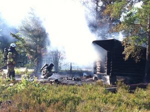 Ett vindskydd fattade på onsdagseftermiddagen eld på Hudiksvalls skidstadion.