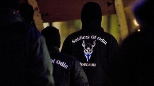Medlemmar i Soldiers of Odin patrullerar i den finska staden Joensuu. I dag har Soldiers of Odin ungefär 100 medlemmar i Sverige, några av dem finns i Avesta.