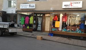 Ett vittne såg maskerade män inne i sportbutikens lokaler på Vasagatan.