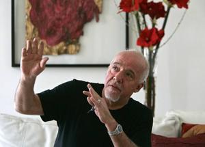 """Succéförfattare. Paulo Coelho firar 20 år med """"Alkemisten""""."""
