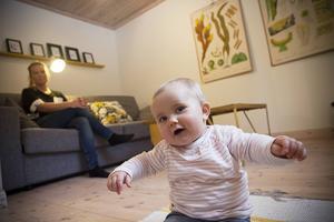 Juno Hildingsson är snart nio månader gammal och gillar sin napp. Det gjorde hon inte när hon var nyfödd.