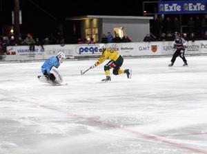 Anders Svensson räddade Kevin Browns friläge i den första halvleken.