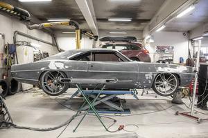 På Svegs Bil och Plåt slipar man på en skönhet. Johan Erikssons Dodge Charger RTR - En monsterbil och klassiker med superbilsprestanda.
