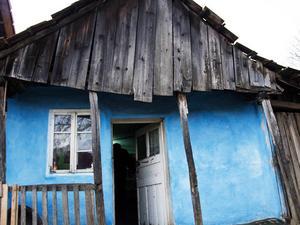 De personer som kommer till Sverige från Rumänien för att tigga lever i ofattbar misär i hemlandet.