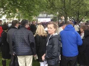 """LT lyssnade på Stefan Löfvens tal ihop med Boel Godner, Södertäljes kommunalråd, och cirka 5 500 andra.  """"Jag var med på den tiden då det var 500 personer på talen"""" berättade Godner."""