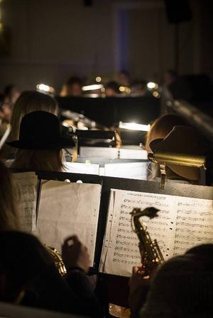 Orkestern består till största del av elever.