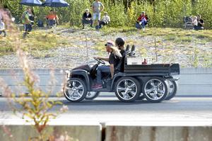 Sexhjuling. Ett lite udda servicebil, måntro?