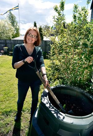 Lisa Månsson med familj har i dag en helt annan miljömedvetenhet än innan de deltog i kommunens ekopilotprojekt 2012. Ett av deras tips för ett miljövänligare hem är att skaffa en hushållskompost.