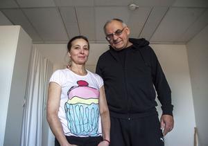 Yaroslav  och Aldina Staroselsky från Kiev i Ukraina är en av de första som har flyttat in på Soluddens asylboende.