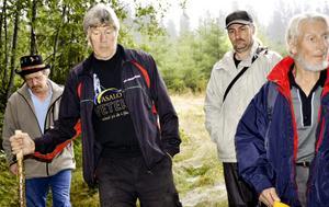 Vandrar i historien. Överallt i skogarna finns lämningar från det vardagsliv som människor levde förr och Håkan Mossberg följer och guidar i dess spår.