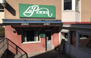 I en väl inbodd  lokal på Klockartorpet finns kvarterskrogen La Pizza.