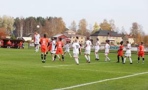 Alnö försvarade sin ledning från första matchen med bravur. Stundtals hade de parkerat bussen i straffområdet.