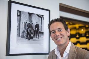 På väggarna runt om i hotellet hänger många svartvita fotografier från 1960-talet på artister som till exempel The Rolling Stones