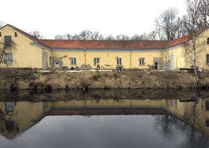 Stallet vid Schenströmska herrgården byggs om till en rustik restaurang med BBQ-meny i amerikansk stil.