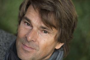 Niklas Strömstedt har hyllats och anmälts för sin version av Ace of Base-låten
