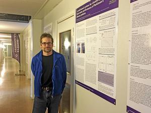 Jerker Westin, lärare i datateknik på Högskolan Dalarna, har också en grundutbildning som civilingenjör i molekylär bioteknik.