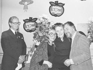 1974 fick Inger och Lasse Sandberg motta Astrid Lindgrenpriset ur författarinnans egen hand. Nu får de (Lasse Sandberg postumt) Astrid Lindgrens Världs stipendium.Foto: Scanpix