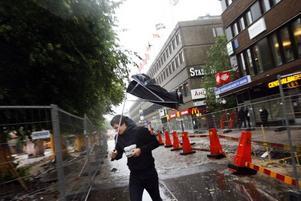 De som vågade sig ut under torsdagen mötte både regn och blåst.