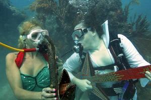 I Florida ägnar man sig åt en musikfestival i vattnet.