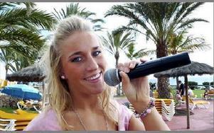 Anna Gunters från Falun åkte på semester, och blev kvar på Gran Canaria där hon showar för turister.FOTO: JAN SÖDERLIND