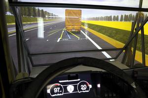 Det nya systemet möjliggör samtal mellan förarna i en konvoj och erbjuder även filmunderhållning i lastbilen.