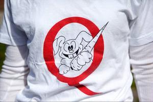 Föreningen Quarozia har en logga av en kanin med en morot. Quarozia betyder morot på latin.