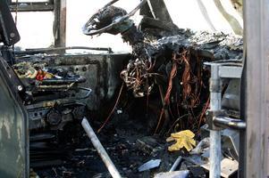 Totalförstörd. Den främre delen av bussen blev helt förstörd av branden i motorn.