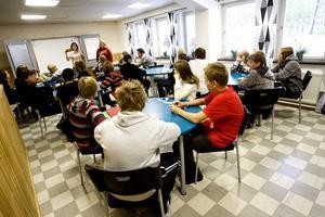 Det är lärare och rektor som ansvarar för att barn och ungdomar lär sig något i skolan, inte föräldrarna.