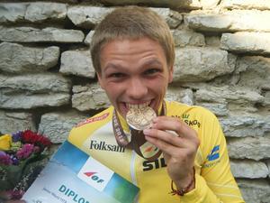 Skogslöparnas Marcus Niemi med bronsmedaljen.
