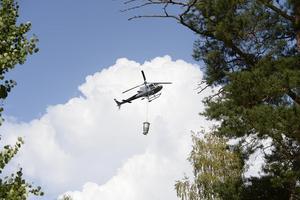 En helikopter under släckningsarbetet av storbranden i Västmanland 2014.
