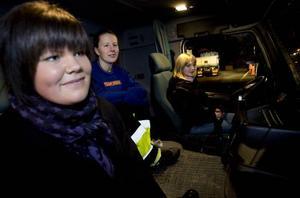 TEST. Matilda Hellström vid ratten har redan besämt sig – när hon ska välja inriktning är det fordon som gäller. Hon var en av tjejerna som dök upp när fordonsprogrammets tjejer fixade en informationskväll bara för tjejer. På bilden finns även Caroline Hansen och Jessika Andreasson.prova-på-kväll. Öppet hus på fordonsprogrammet gav tjejerna möjlighet att köra lastbil. De fick också köra truck i en snirklig slalombana.