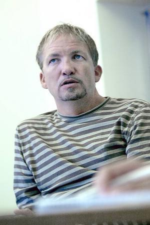 Peter Carlsson har fullt upp. Förutom tjänsten som tränare i Norge har han nu även blivit sportchef i Kongsvinger, och ansvarig för klubbens hockeygymnasium.  Foto: Robert Henriksson