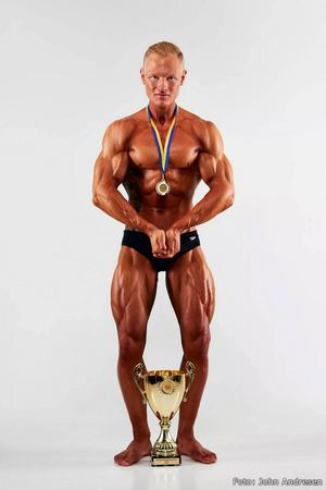 Calle vann SM i bodybuilding i september.