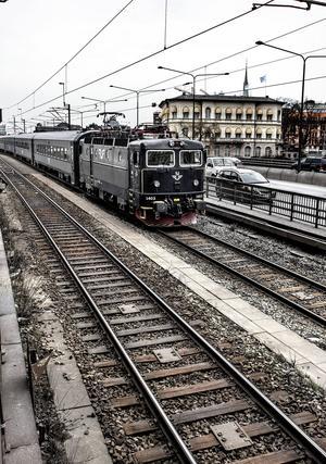 Sprickor i rälsen är det senaste i raden av den svenska järnvägens problem.