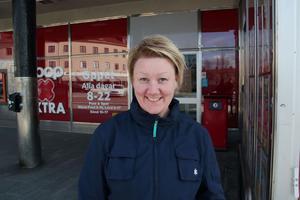 Marlene Huoman, Ljusdal:– Det är katastrof, en bank är ju en bank, där ska man kunna ta ut och sätta in pengar. Jag blev hänvisad till Pressbyrån för att sätta in pengar.
