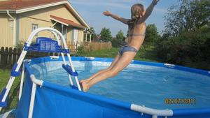 Rebecca var överlycklig att vi skaffat pool!