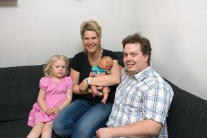 Slutet gott, allting gott. Nyfödde Erik Nymarks dramatiska ankomst natten till i onsdags är ett spännande minne för mamma Anna-Karin, pappa Peter och storasyster Ellen.