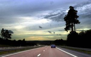Så här lugnt är det inte alltid i trafiken. När det är hårdare tryck höjs bullernivån avsevärt – då är det bra med tyst asfalt. Foto: Tomas Oneborg/Scanpix