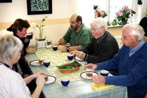 Inte minst viktig är den sociala gemenskapen runt kaffebordet.