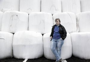 Emma Hägglund driver sedan fyra år tillbaka en mjölkgård utanför Bollstabruk.