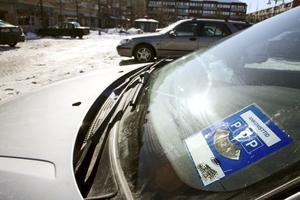 Lysande ide? Det är av allt att döma bara en tidsfråga innan p-skivor introduceras för dem som vill parkera centralt i Kumla. Bild: JAN WIJK