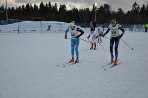 Jonna Kjellgren, Järpen, Liv Sjölund, ÖSK, Hanna Mårtensson, Utrikes, och Wilma Sjödin, Vreta, under sprintkvartsfinalen för D13-14.
