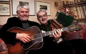 Göran Israelsson och Bertil Danielsson var med vid starten av Visor vid Väsman. I sommar blir det en jubileumskonsert som även kan ses som en hyllning till Bertil Danielsson. Bilden tagen 2009.