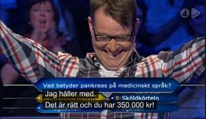 Tingsrättsdomaren Carsten Helland jublar efter att ha klarat en fråga värd 350 000 kronor.