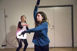 Bild från festivalen Glada Hudik dansar förra året när Emelie Markgren framförde en dans tillsammans med Nora Boestad.